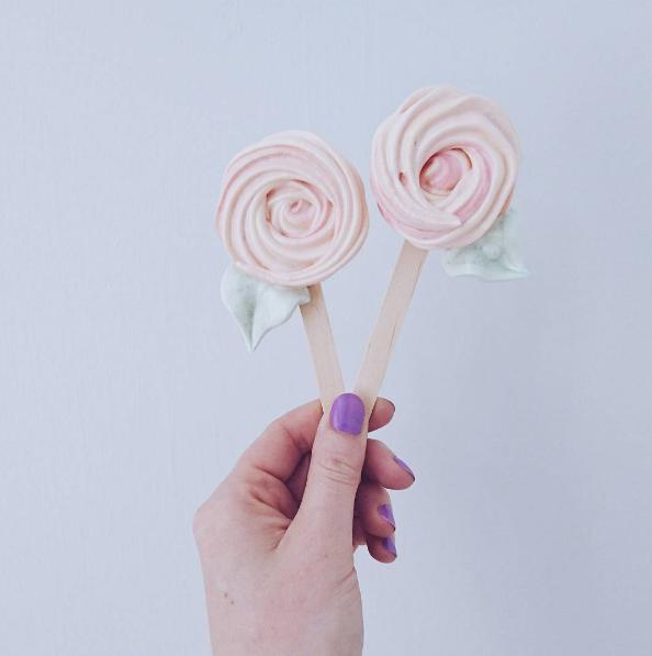 rose meringue pop favours