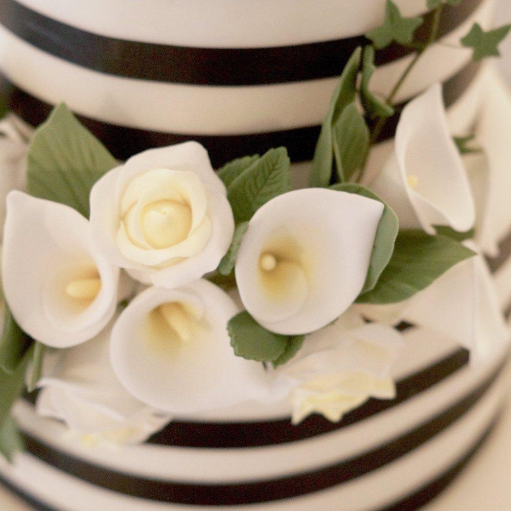 floral detail - black & white cake