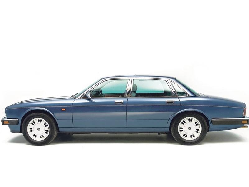 Jaguar_XJ40_2.jpeg