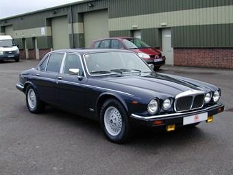 Daimler Double Six Review | CCFS UK