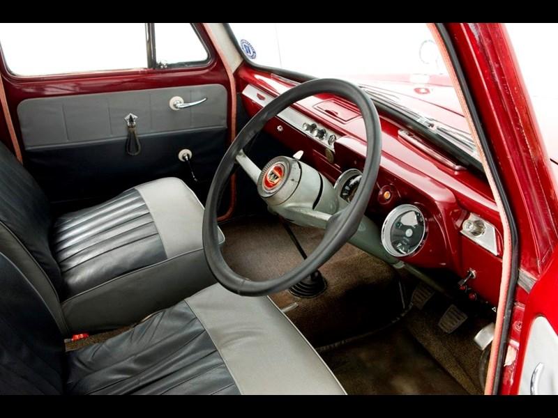 Ford_100E_1.jpg