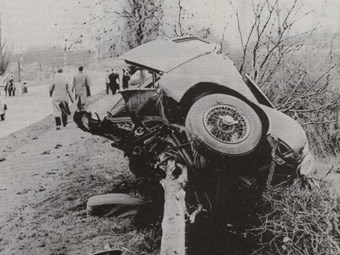 Mike hawthorn tragic accident or fatal road racing ccfs uk for Ford motor company retiree death benefits