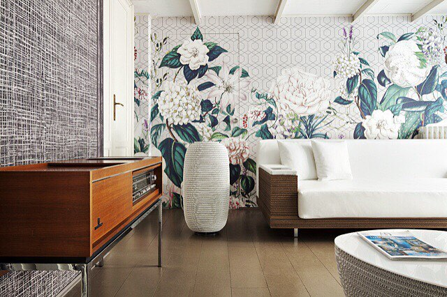This floral wallpaper seems to be the only thing in bloom on this Wednesday in March #whereareyouspring?  #DANDANcouch #STONEcoffeetable #BELTbluetoothspeaker + + + #bluetoothspeaker #couch #coffeetable #staygreenvenezia #shopthecollection #residentialdesign #contractdesign #hospitalitydesign #spring? #wednesdaypickmeup #instadesign #interiordesign #design #springcollection #floralwallpaper #sustainableliving #healthylivingspaces #designinspo #organicmaterials #designmilk