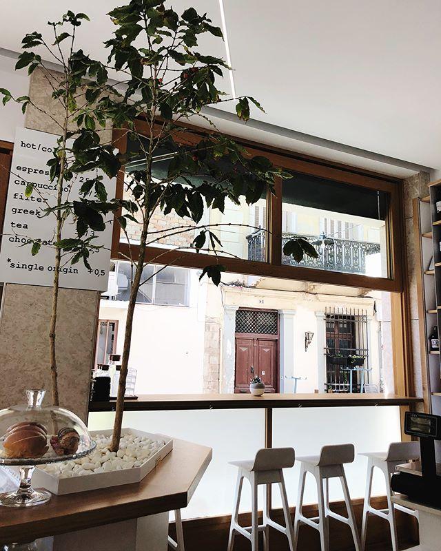 We've got a thing for cute coffee shops.. # # #  #crete #coffeeshops #flashesofdelight #travelgreece #cretecoffeeshop #greekislands #exploregreece #internationaldesign #interiordesign #shopsmall #theprettycities