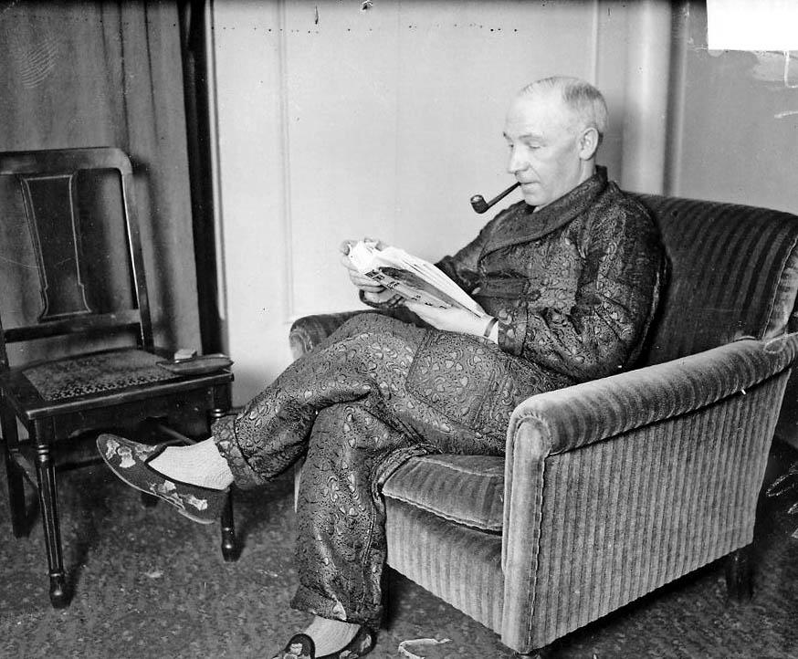 Lauder Sitting.jpg