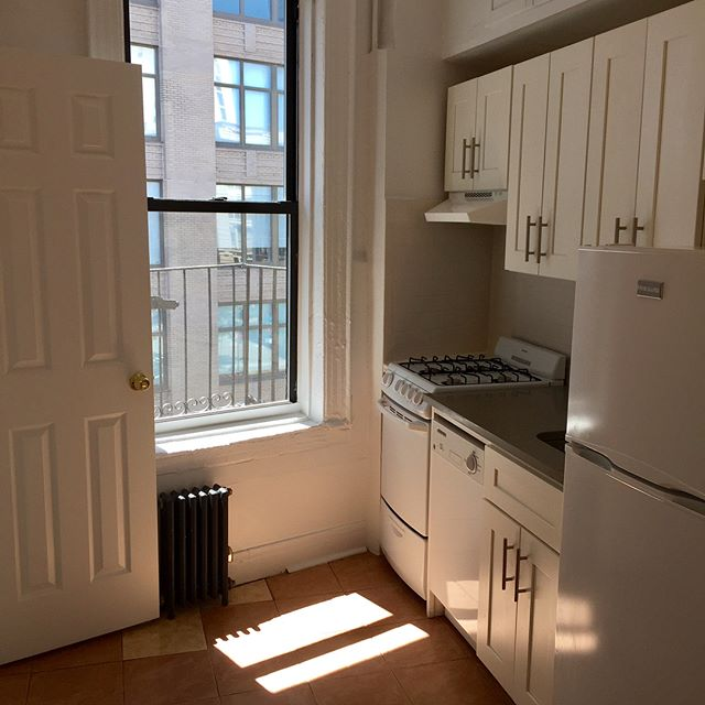 Your own no fee SoHo renovated one bedroom!  New kitchen, high ceilings, extra storage, transoms, and steps from A, C and 1 trains.  No fees of any kind whatsoever.  #soho #eastvillage #westvillage #blacktapburgers #greenwichvillage #westvillageeats #westvillagelife #bleeckerstreetbeat #hudsonsquare #westbroadway #thompsonstreet #jameshotel #broomestreet