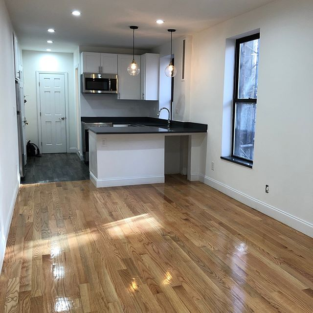 Stunning brand new prime corner West Village 1BR. Yours for only $3995. Live above Blue Ribbon Wine Bar.  No fee!  Just a few of the amenities:  Washer/Dryer. Original tin ceilings. Seven windows. Granite window sills. All new appliances. Subway-tiled windowed bathroom. Great closet/storage space. Only two flights up. #westvillage #westvillagelife #westvillageeats #bedfordstreet #downingstreet #blueribbonrestaurants #emilylovespizza #greenwichvillage #soho #eastvillage #bleeckerstreet #another_part_of_newyork