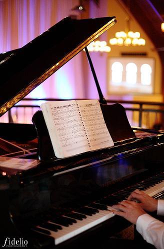 Mezz Pianist.JPG