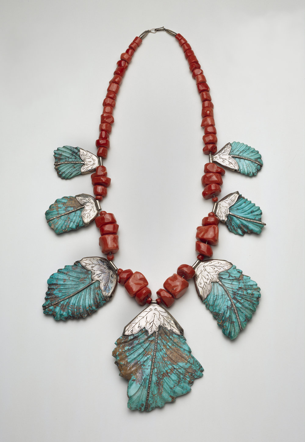 Leekya Deyuse (1889-1966), Zuni, New Mexico Leaf Necklace, ca. 1935 Silver, turquoise and coral Length: 33 1/2 in.  (85.1 cm) The Nelson-Atkins Museum of Art, Kansas City, Missouri. Gift of Mrs. David T. Beals, 67-44/4
