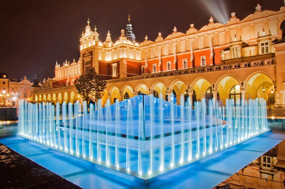 krakow market square illuminated fountain.jpg