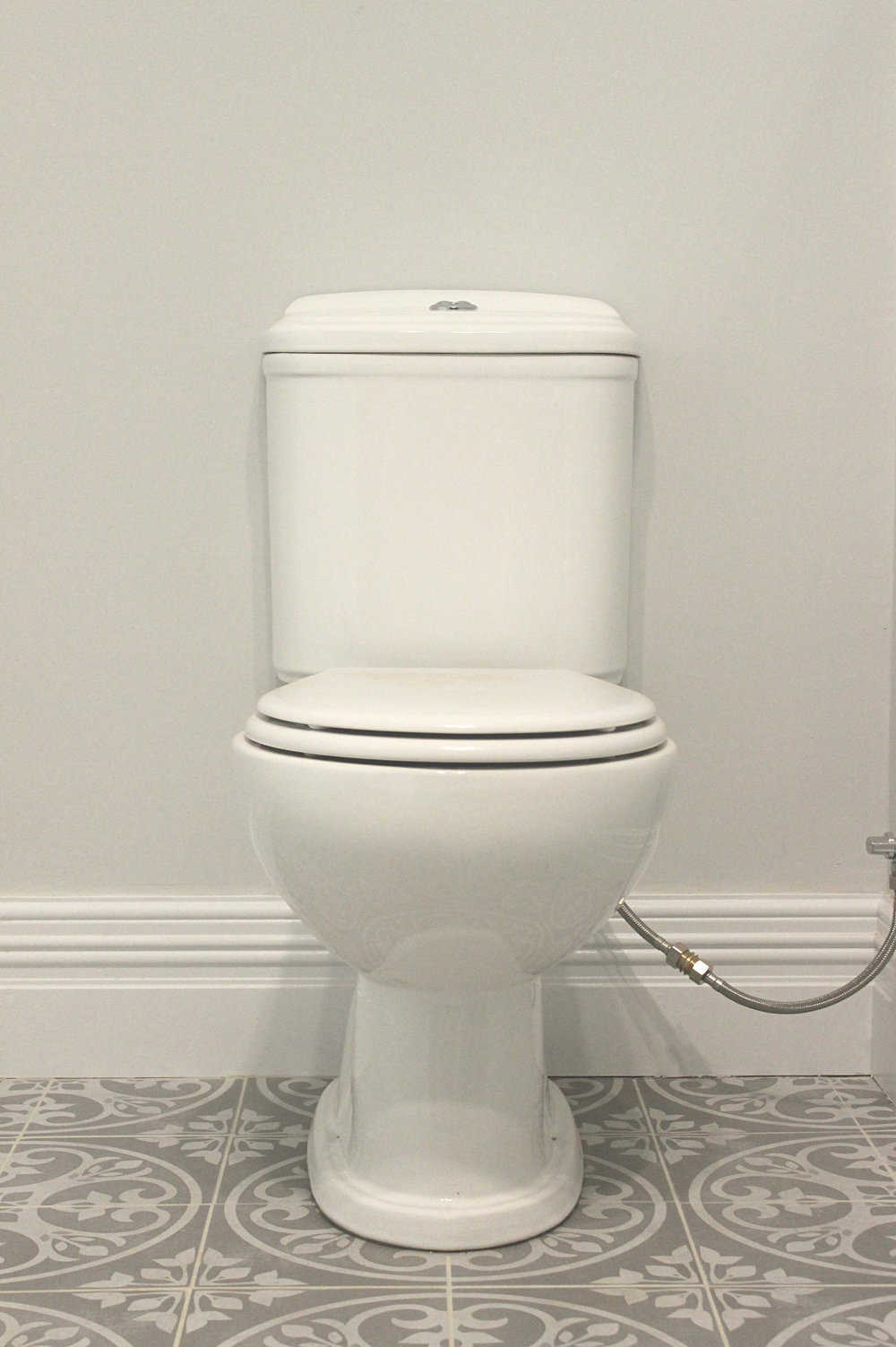Heritage toilet with colonial skirting