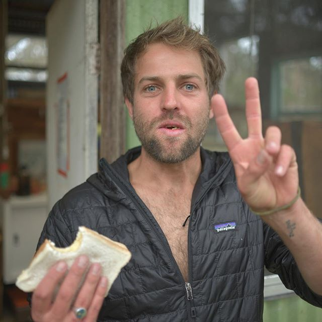 Check out this rooster!! Pretty happy with himself on day 6 of our trip around Tasmania. With no money phone or car we had to barter hard for little luxuries like an egg sanga and a roof over head! Post shack clean up, pre first ever abalone dive for @rhianjames #adventuretravel#slowtheflow #livesimply