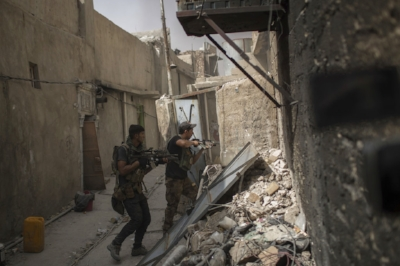 Iraqi Special Forces soldiers enter a house as they continue advancing against Islamic State militants in the Old City of Mosul, Iraq, Monday, July 3, 2017. (AP Photo/Felipe Dana)