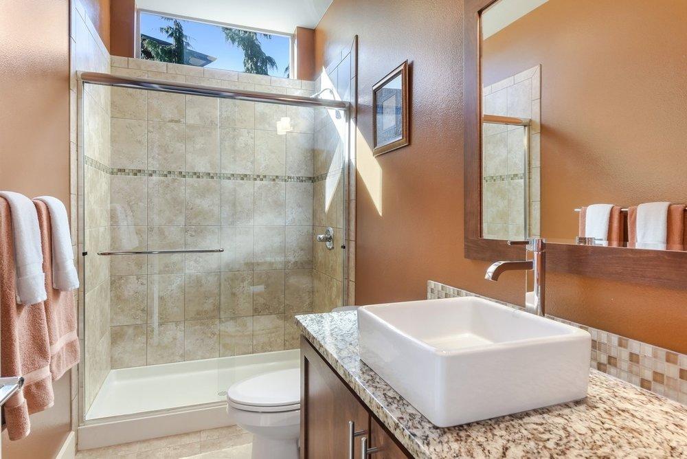 19_4790231stPlSE_8_Bathroom_NWMLS_1200x800.jpg