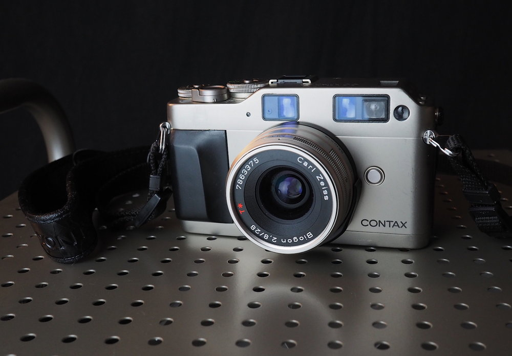 Contax G1 with the Zeiss Biogon 28mm f/2.8 prime. Photo by Derrick Story