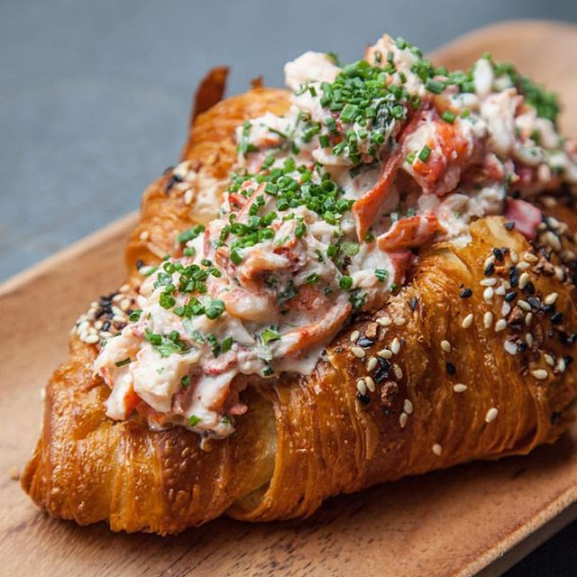This croissant lobster roll is making us feel all types of 😜! @unionfare