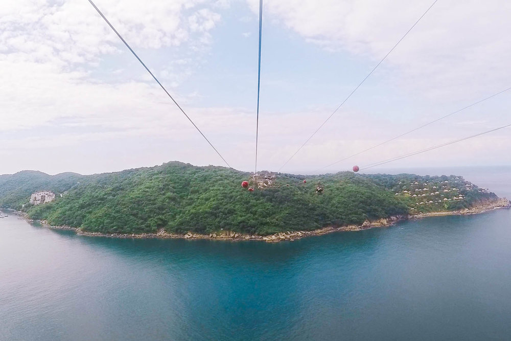 8 INCREDIBLE EXPERIENCES TO HAVE IN ACAPULCO, MEXICO: XTASEA ZIP LINE