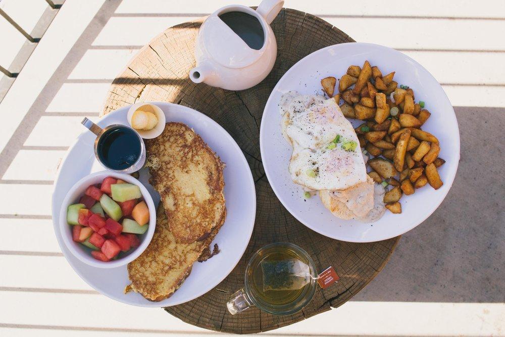 breakfast at Rush Creek Lodge in Yosemite, California