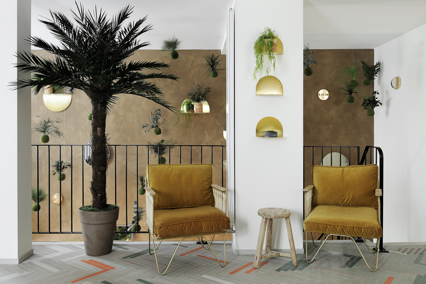Hotel Caulaincourt / ARCHAL shelf , PLUS wall lamp