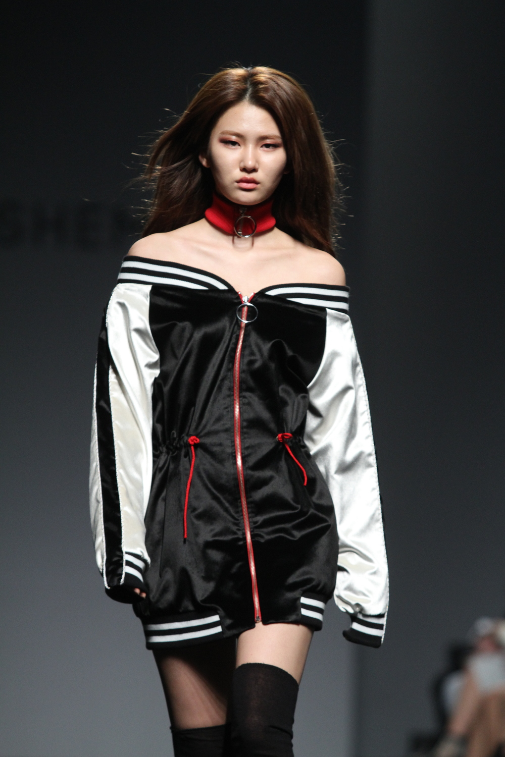 The Shemiste show from this past Seoul Fashion Week FW 2016 was rocking both the baseball jacket and sukajan style, with the long sleeve thing going on these days, a thing that is bouncing around the Seoul street as well. Love how they made this jacket a mini-dress.