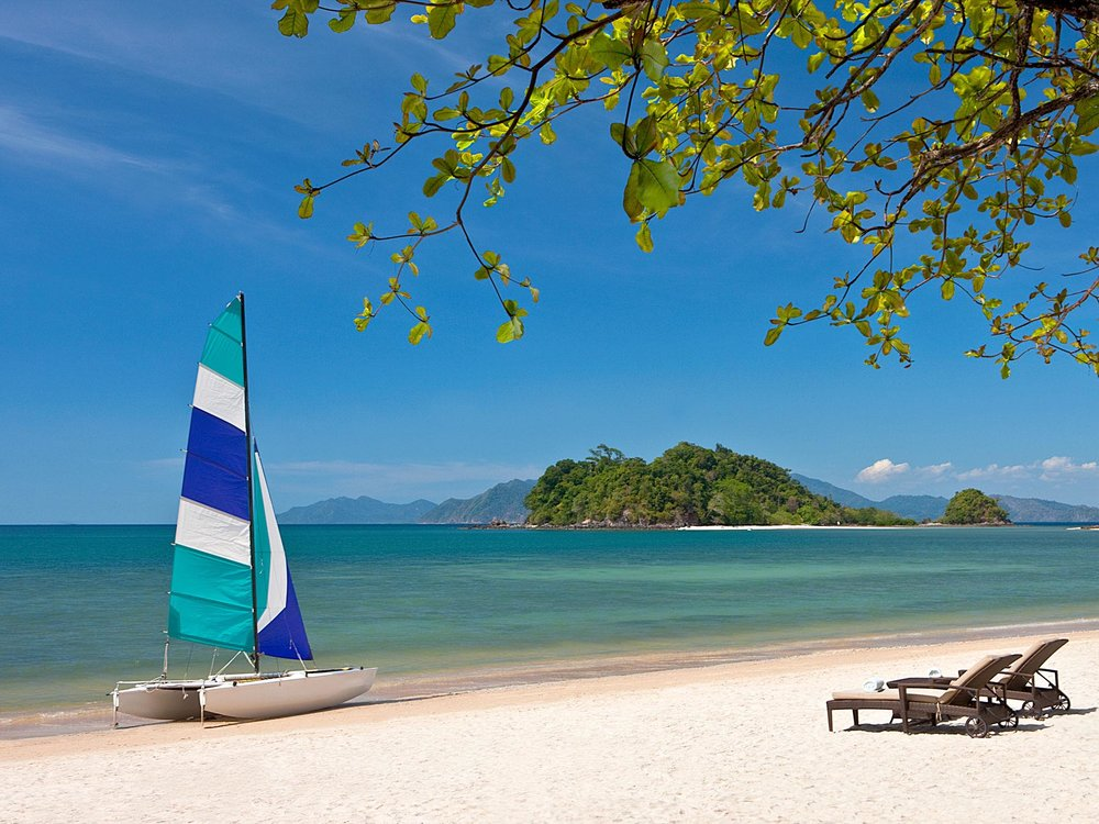 Come on, look at this beautiful beach. You know you want to be in Langkawi.