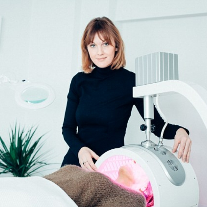 Top facialist Teresa Tarmey with a client under her LED light therapy machine. Pic by John Godwin