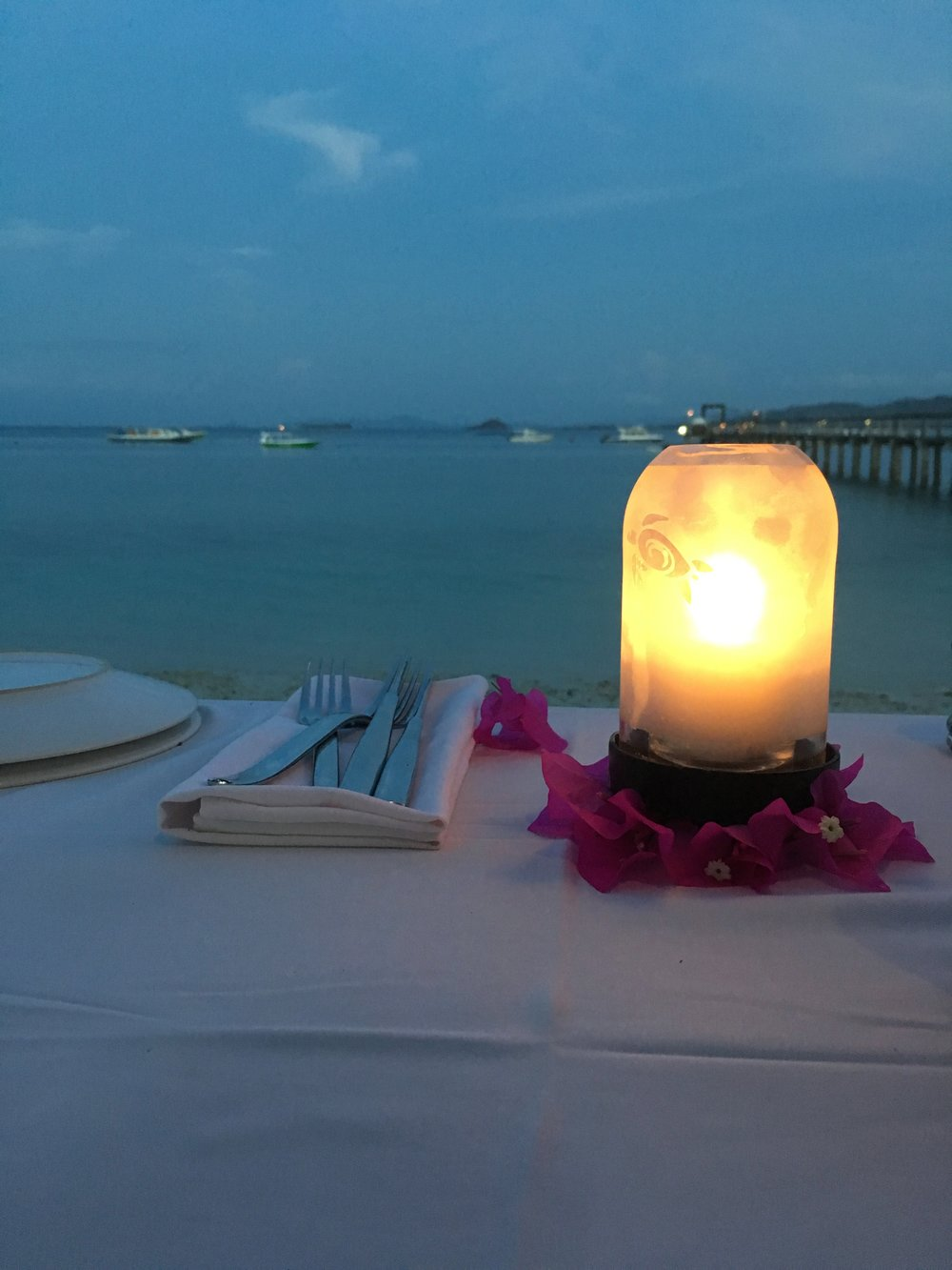 Beach-side dining, how romantic is this?