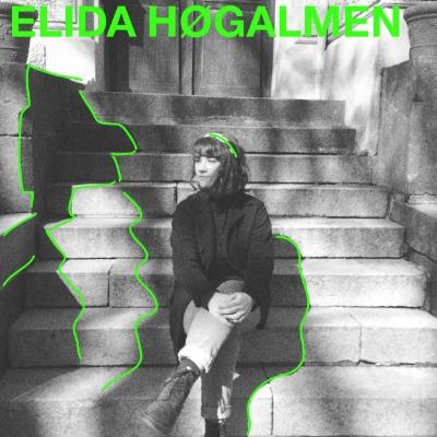 Elida Høgalmen og bandet hennes forsøker først og fremst å treffe lytteren med vár vokal og melankolsk stemning, men hun er heller ikke redd for å utforske lydbildet med vokalimprovisasjon og dissonans.