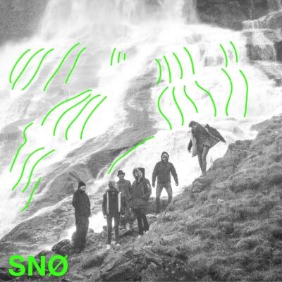 SNØ spiller progressiv eklektisk rock med innslag av jazz, pop, metal og art rock. Låtene utforsker brede lydlandskaper, som er melankolske, men sprudler av energi. Sekstetten skaper en gripende atmosfære som beveger seg dynamisk i intensitet og dybde, og får frem følelser.