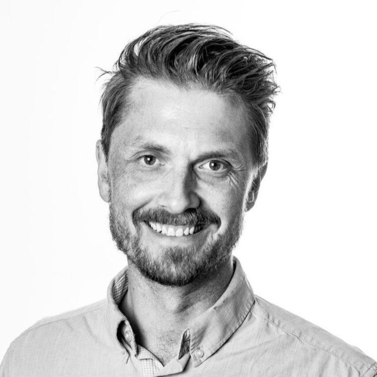 Lars Pedersen er pappa til tre, leder MAD arkitekters Bergenskontor og drømte om å bli rockemusiker da han gikk på Voss Gymnas på slutten av 90-tallet.