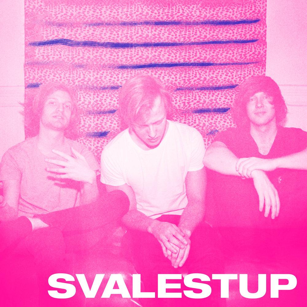 Svalestup er en Oslo-basert trio med medlemmer fra Elverum, Svolvær og Tromsø. Bandet jakter fine melodier, de råe riffene og de rette rytmene, i skjæringspunktet mellom pop, indie og garagerock.