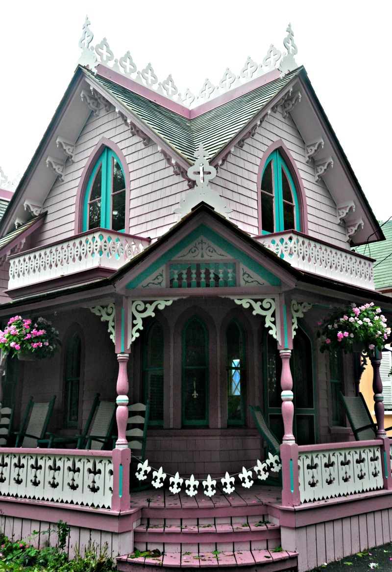Gingerbread House photo by Del Holston
