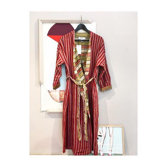 Arbejder på at få de smukke kimonoer på webshop - men indtil da bliver det her❤️ kr. 1500,- @elliesandivy #vintagefashion #indiansari #handmade #lifestyleshop #elliesandivy #kimono #lessvegas #cph