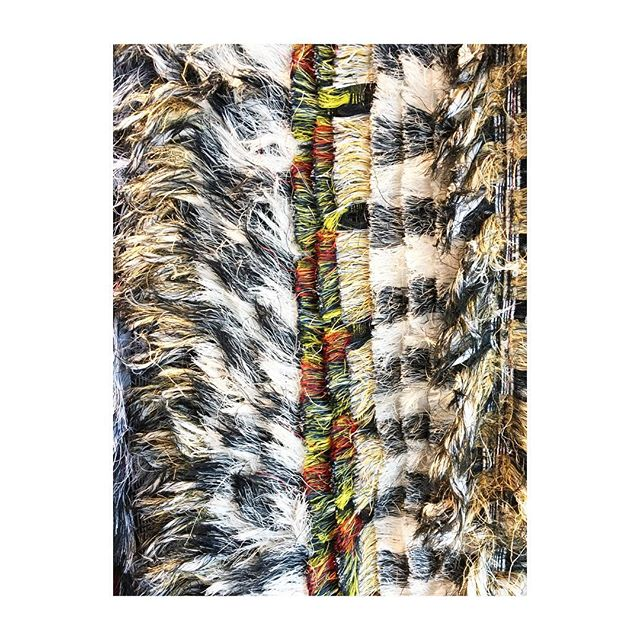Håndlavet i Sri Lanka 🙏🏼 #rugs #whatsyourstory #fabricleftovers #environmentallyfriendly #homeaccessories #lessvegas @maalumaalu.dk