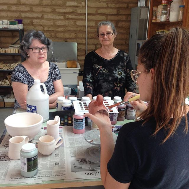 Jessica demonstrating glazes #ceramics #glaze #artscenter