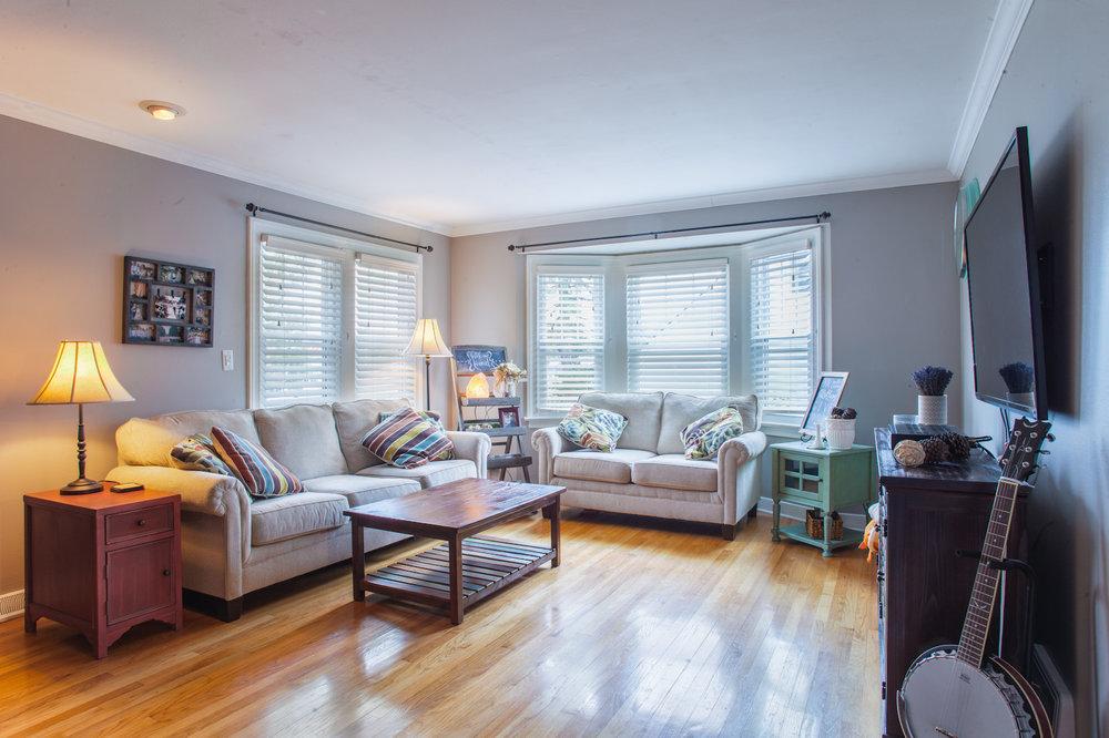 4244 Lindley St. Airbnb-4.jpg