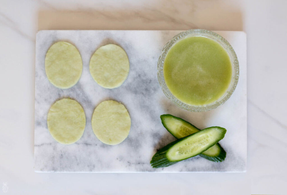 DIY_Puffy_Eyes_Pads_With_Cucumber_coconut_oil_honey_and_more-14.jpg