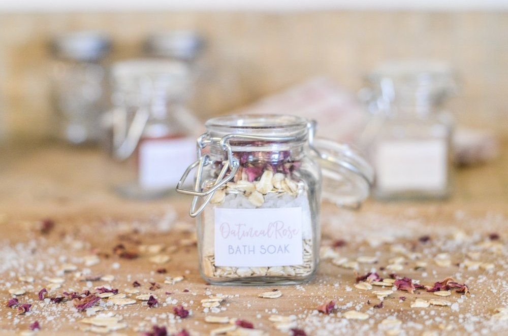 DIY-Homemade-Rose-Petal-Bath-Soak-00120.jpg
