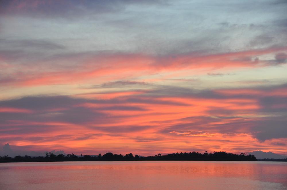 Pôr do sol no rio Amazonas