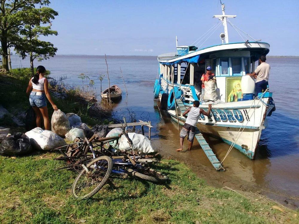 Lixo foi transportado em barco da Colônia de Pescadores Z20.