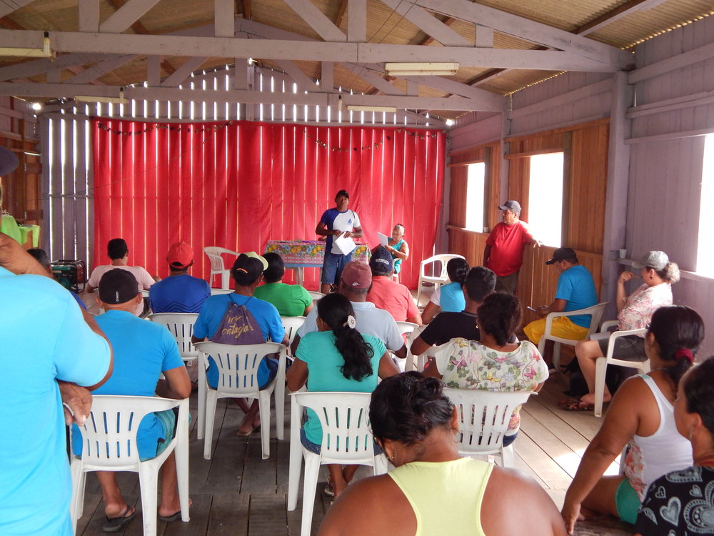 Reunião comunitária na região