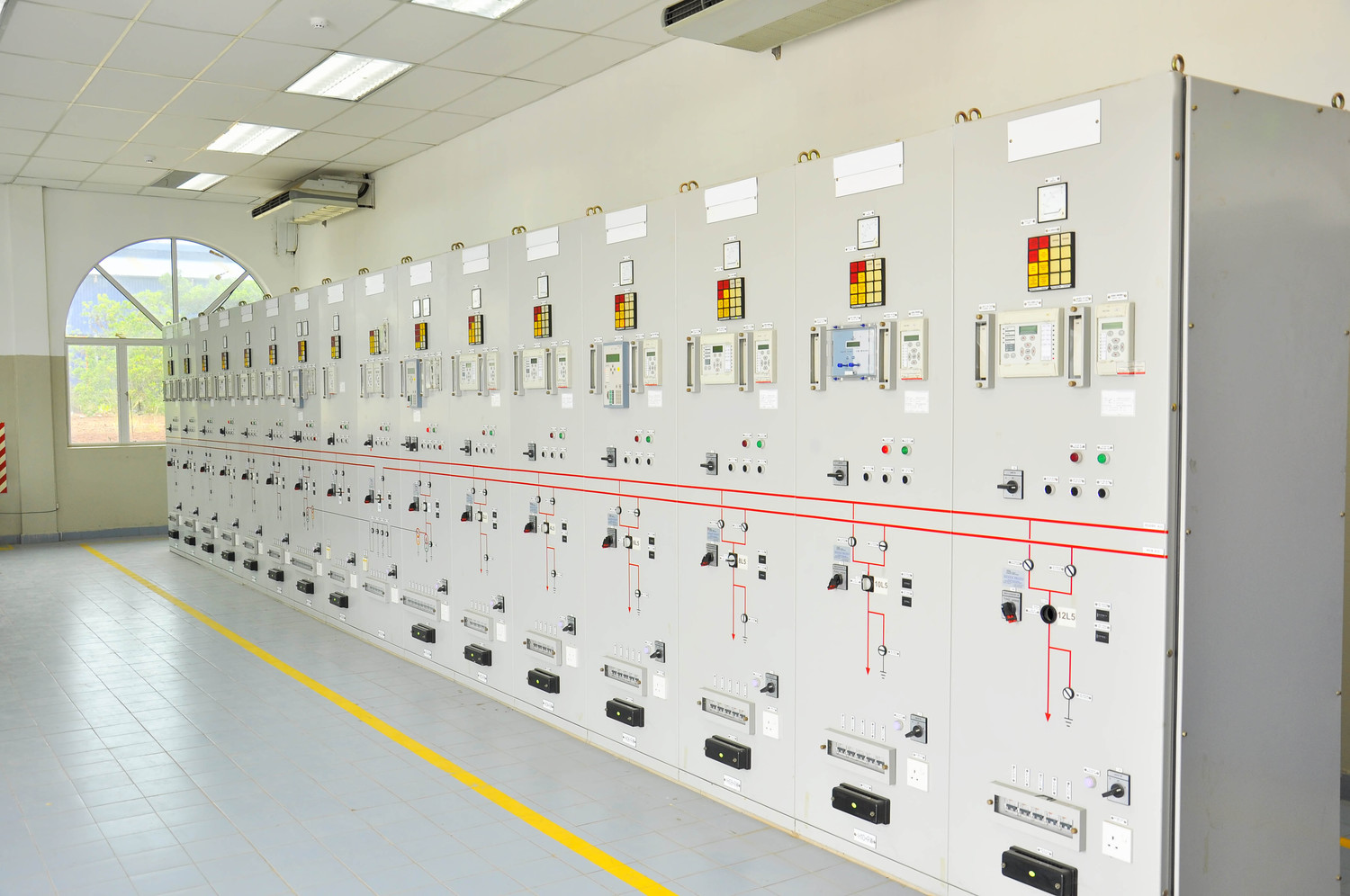 Powercom Electrical Testing Maintenance Engineering Experts Your Elctricity Home Oil Circuit Breakers Photo By Cexco Istock Getty Images
