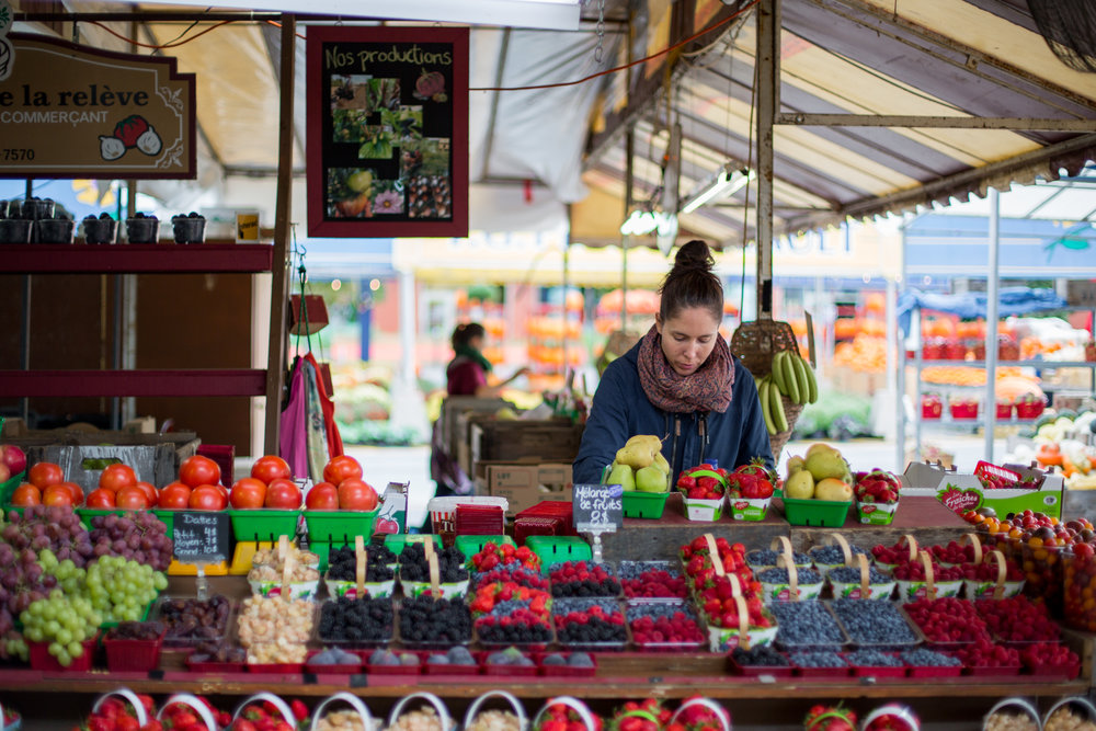 "MONTREAL, QUEBEC - SEPTEMBER 28th 2018: Mélissa Dauphinais places fresh produce on display at Hemmingford-based ""Les Fruits de la Relève"", located at Atwater market, Montreal, on September 27th. (Photo by Matteo Gueli / Dawson College Photojournalism Class)"