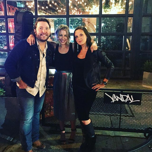 The perfect NYC night with two of my faves. @tinaparol @ryanbeaver  Thanks @cmt ! Missed you @lesliefram1 !@vandalnewyork • • • • #nyc #newyorkcity #writersround #restaurant #newyorkrestaurant #singersongwriter #vandal #graffiti #lowereastside #television #cmt #viacom #dinnerparty #dinnerpartymusic #nashville #nashvilletn #newyorkstateofmind #newyorknights #friends #cowriters #iateitall #cantbreathe #amazingnight #inspiring #inspiration #ihavecoolfriends