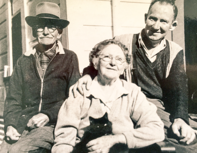My great granparents in the previous photo Laurence (left) & Elizabeth (centre) in later years