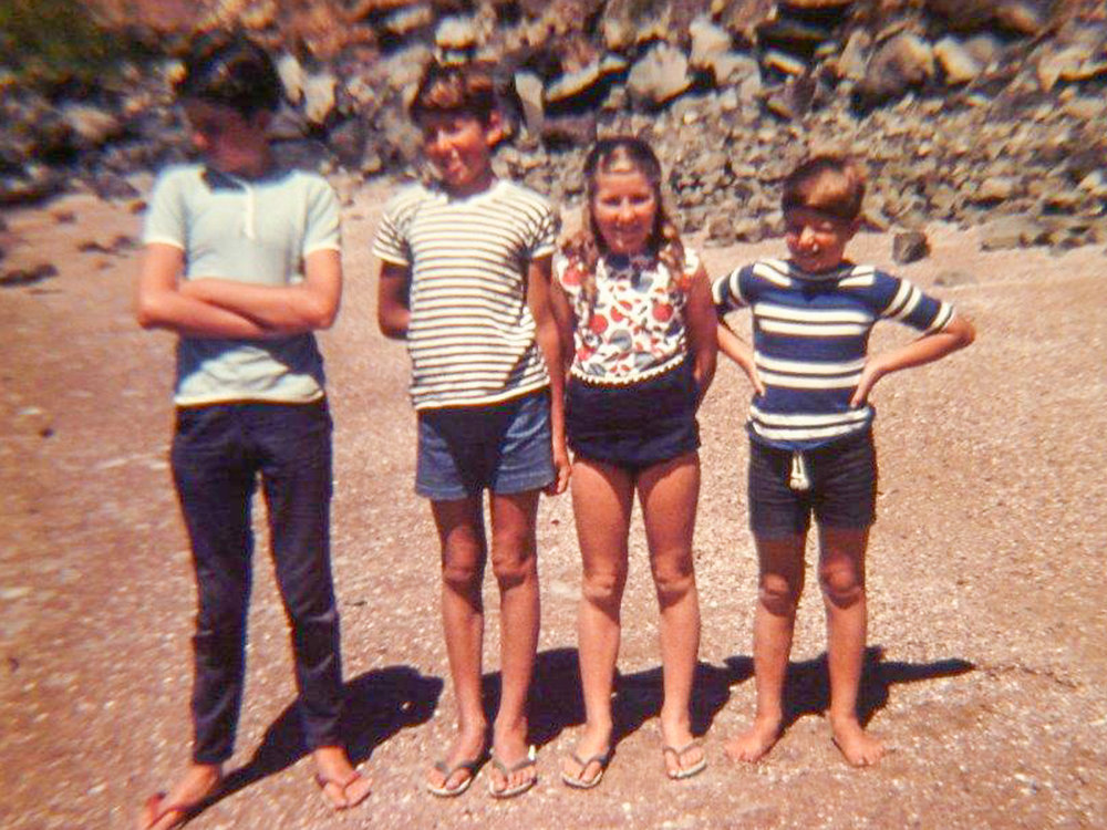 Me with the matchstick legs second to left, with Steve, Rose & Brent.