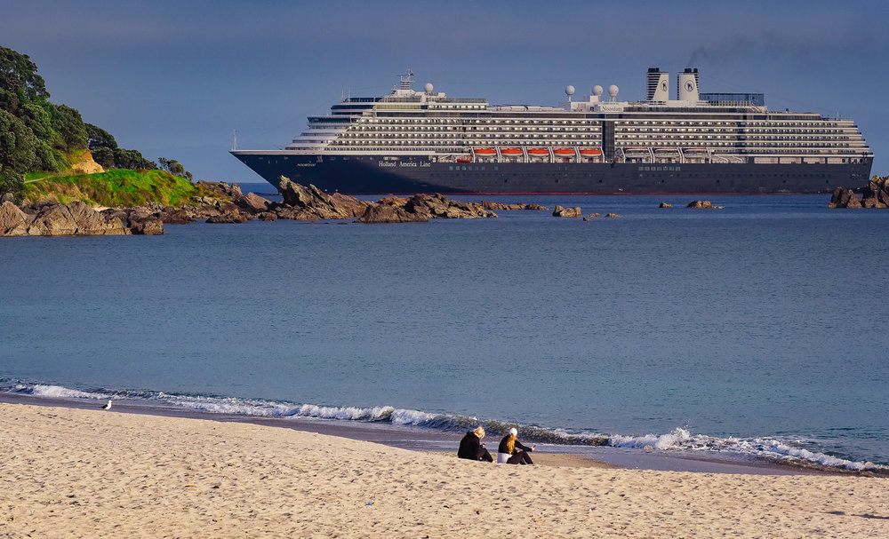 Noordam approaching Port of Tauranga, NZ 2018-11-07 064034