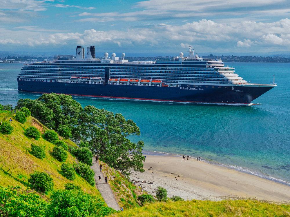 'Noordam' departing Tauranga, NZ. 2018-11-09 154639