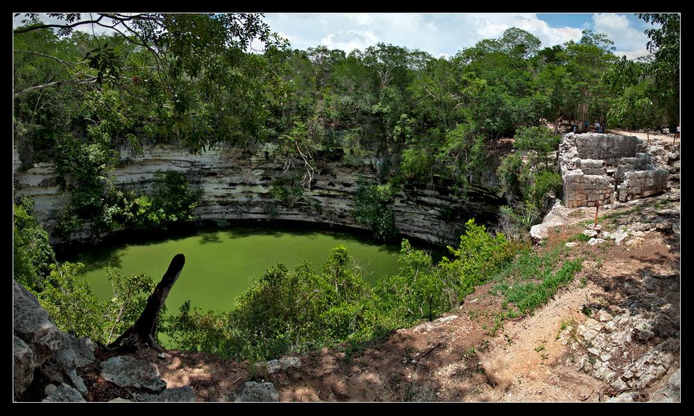Cenote_Panorama.jpg