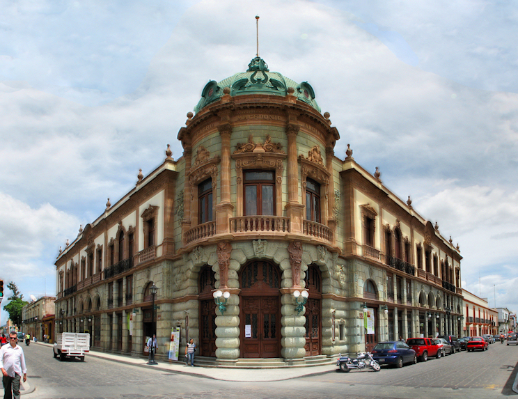 El_teatro_Macedonio_Alcalá_Oaxaca_Mexico.jpg